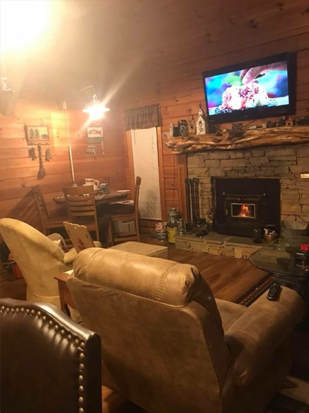 Shady Rest 2 Bedroom Log Cabin Living Room photo in Gatlinburg - Pigeon Forge Tennessee